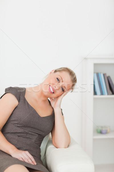 Nő ül kanapé kar társalgó boldog Stock fotó © wavebreak_media