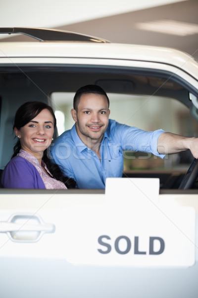 Coppia venduto auto sorridere donna felice Foto d'archivio © wavebreak_media