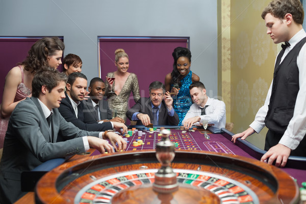 Mensen roulette tabel casino geld zwarte Stockfoto © wavebreak_media