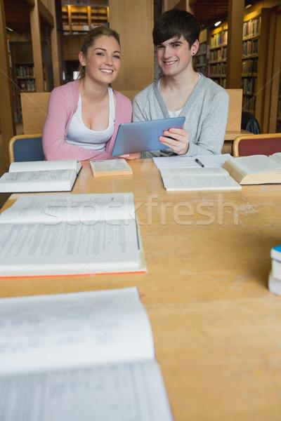 Gülen Öğrenciler çalışma tablo kolej Stok fotoğraf © wavebreak_media
