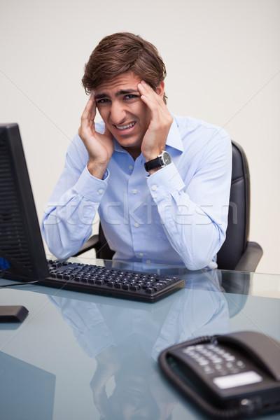 Portrait homme d'affaires maux de tête jeunes bureau ordinateur Photo stock © wavebreak_media