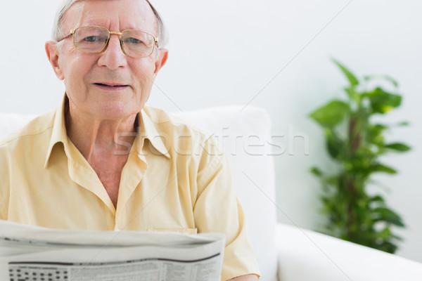 пожилого человека чтение Новости гостиной Сток-фото © wavebreak_media