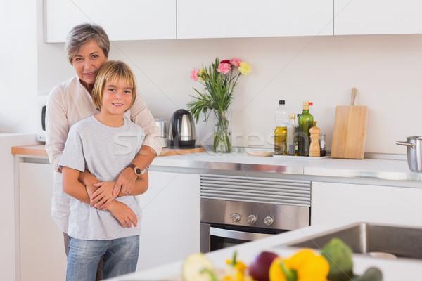 Nonna nipote braccia cucina casa Foto d'archivio © wavebreak_media