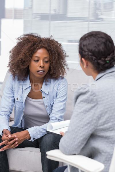 患者 座って ソファ 話し セラピスト 悲しい ストックフォト © wavebreak_media