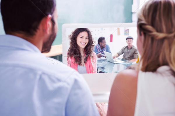 Imagen colegas mirando ordenador mujer sonriente Foto stock © wavebreak_media