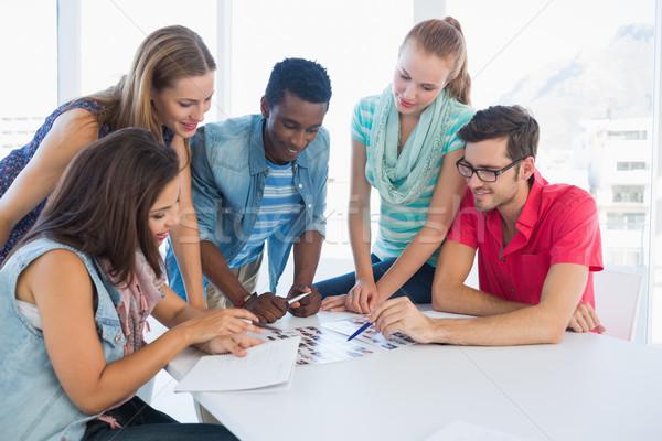 Grupo casual trabalhando projetos criador escritório Foto stock © wavebreak_media