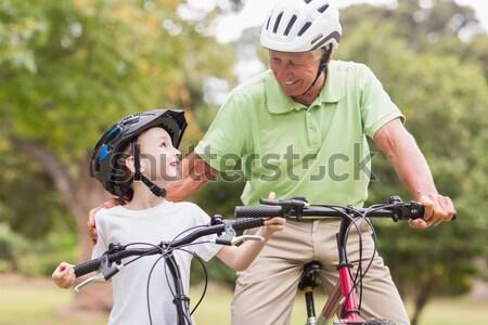 Stock fotó: Mosolygó · nő · lánygyermek · lovaglás · biciklik · portré · nő