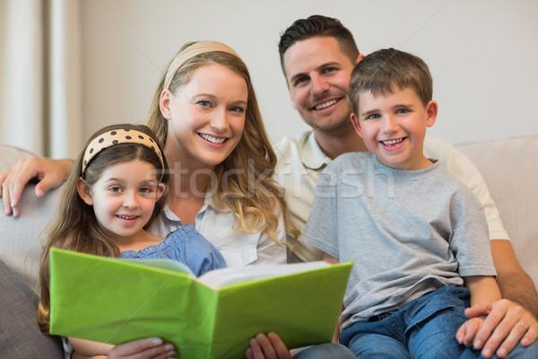 家族 アルバム 座って ソファ 幸せな家族 ホーム ストックフォト © wavebreak_media