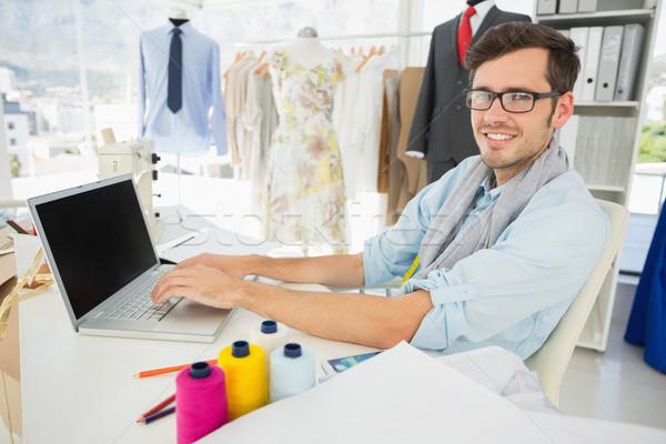 Férfi divat designer laptopot használ oldalnézet portré Stock fotó © wavebreak_media