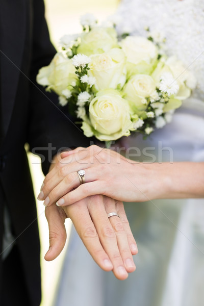 Sposa lo sposo fedi nuziali primo piano toccare Foto d'archivio © wavebreak_media