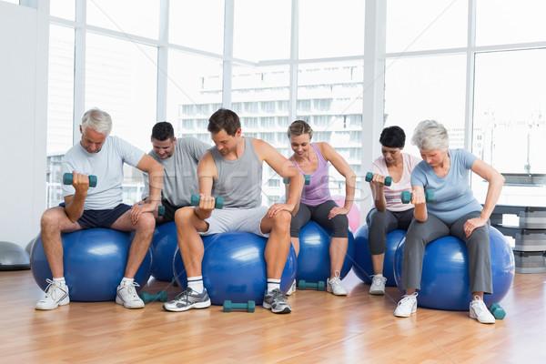 фитнес класс гантели сидят осуществлять Сток-фото © wavebreak_media