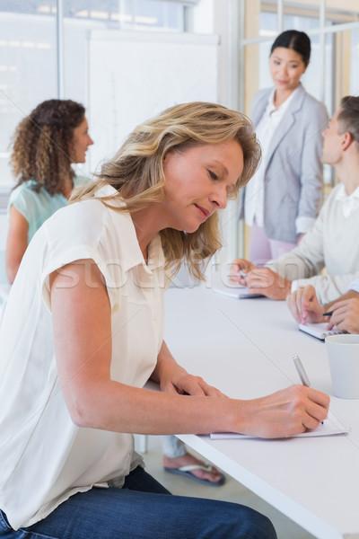 Lezser üzletasszony jegyzetel megbeszélés iroda férfi Stock fotó © wavebreak_media