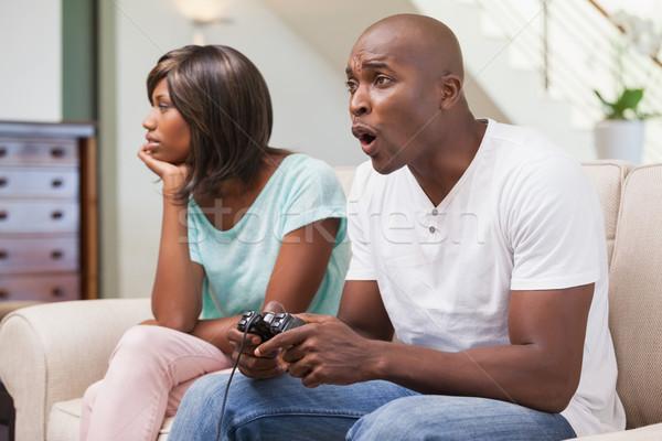 Vervelen vrouw vergadering vriendje spelen video games Stockfoto © wavebreak_media