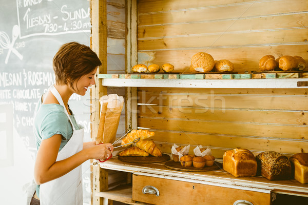 Bastante garçonete para cima croissant café Foto stock © wavebreak_media
