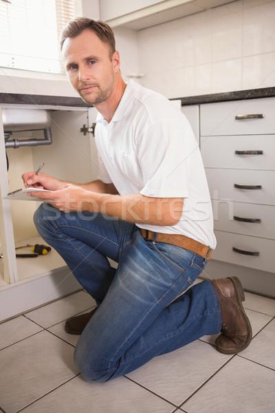 Encanador cozinha homem trabalhar Foto stock © wavebreak_media