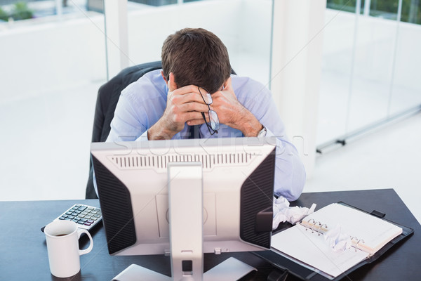 Desesperado empresário olhando para baixo escritório homem café Foto stock © wavebreak_media
