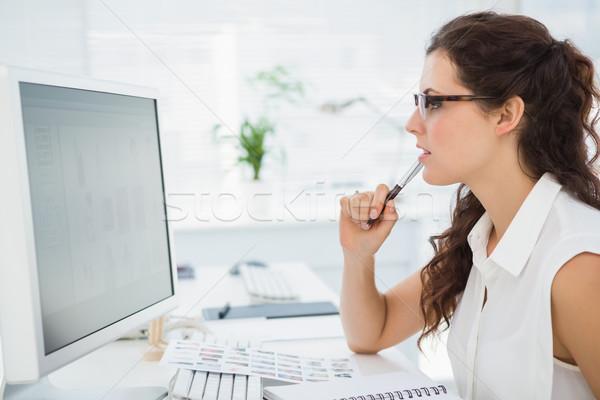 Centrado mujer de negocios gafas oficina teclado Foto stock © wavebreak_media