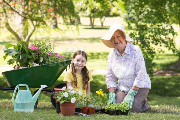 Gelukkig grootmoeder kleindochter tuinieren vrouw Stockfoto © wavebreak_media