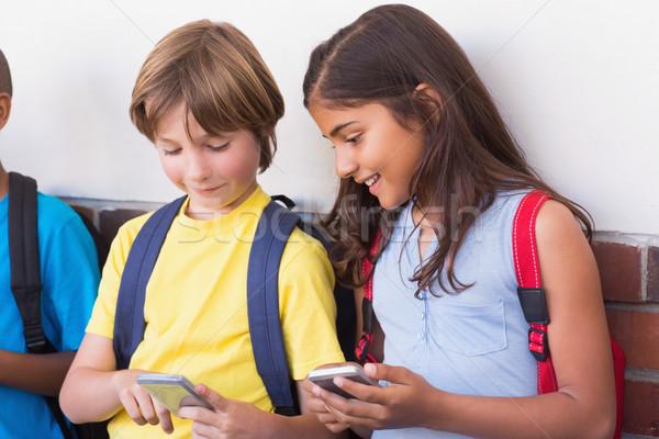 Cute uczniowie telefonu komórkowego szkoła podstawowa szczęśliwy telefon Zdjęcia stock © wavebreak_media