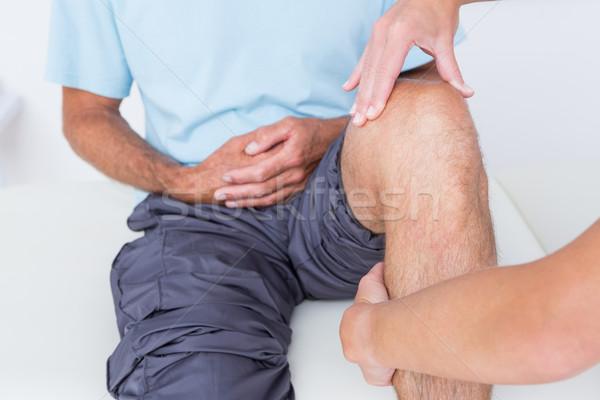 Arts onderzoeken patiënt knie medische kantoor Stockfoto © wavebreak_media