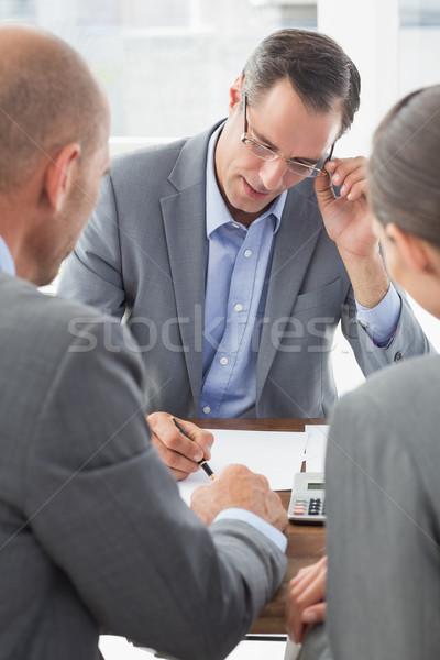 üzletember magyaráz szerződés üzleti partnerek iroda nő Stock fotó © wavebreak_media