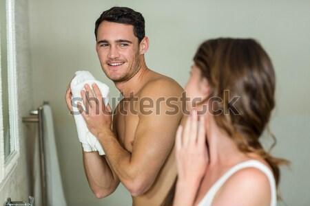Bell'uomo crema naso home bagno Foto d'archivio © wavebreak_media