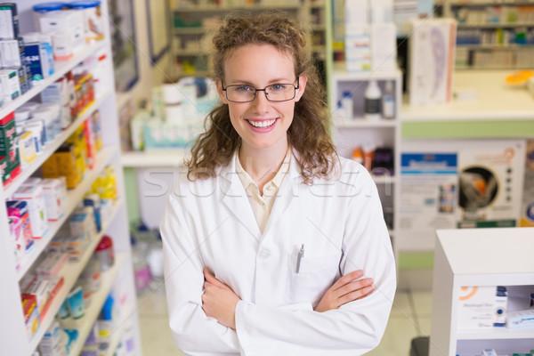 Portret glimlachend apotheker laboratoriumjas naar camera Stockfoto © wavebreak_media