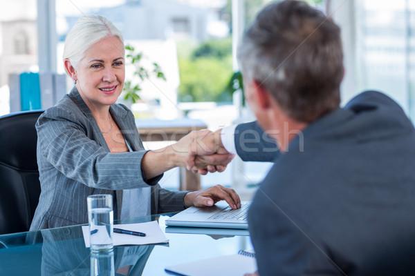 Gelukkig zakenlieden handen schudden kantoor man glas Stockfoto © wavebreak_media