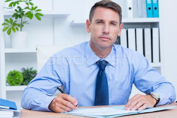 портрет серьезный бизнесмен Дать служба человека Сток-фото © wavebreak_media