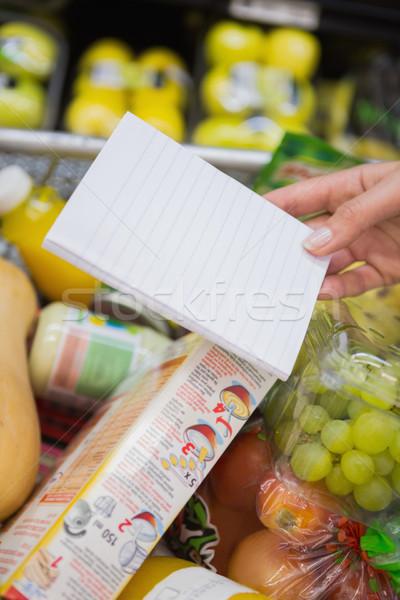 Kobieta piśmie notatnika przejście supermarket rynku Zdjęcia stock © wavebreak_media