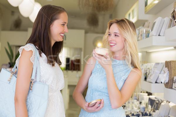 Feliz mulheres cosmético produtos salão de beleza compras Foto stock © wavebreak_media