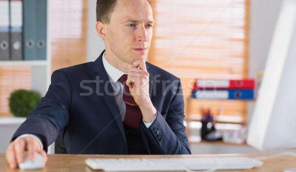 бизнесмен рабочих столе служба компьютер Сток-фото © wavebreak_media