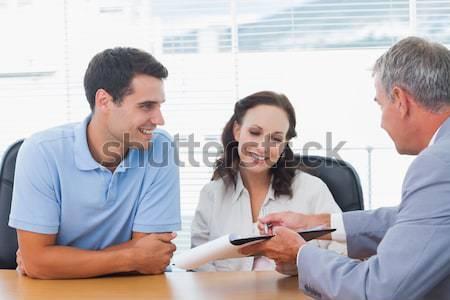 ストックフォト: 笑みを浮かべて · カップル · 署名 · 契約 · 不動産業者 · 明るい