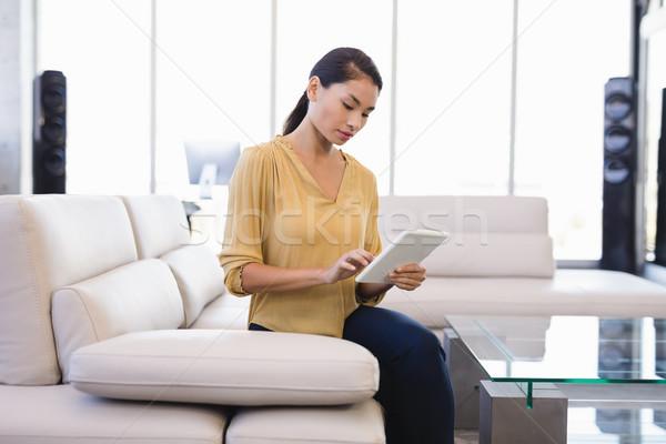 Stockfoto: Zakenvrouw · kantoor · vergadering · sofa · computer