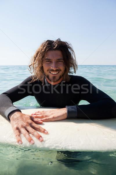 Szörfös dől szörfdeszka tenger portré mosolyog Stock fotó © wavebreak_media