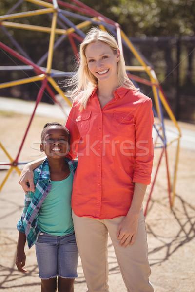 Szczęśliwy trener dziewczyna stałego wraz szkoły Zdjęcia stock © wavebreak_media