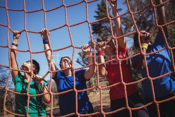Gruppo montare donna climbing net Foto d'archivio © wavebreak_media
