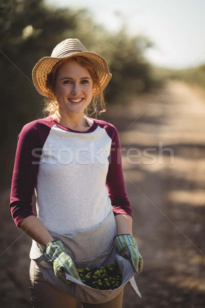 ストックフォト: 肖像 · 笑みを浮かべて · 若い女性 · オリーブ · ファーム