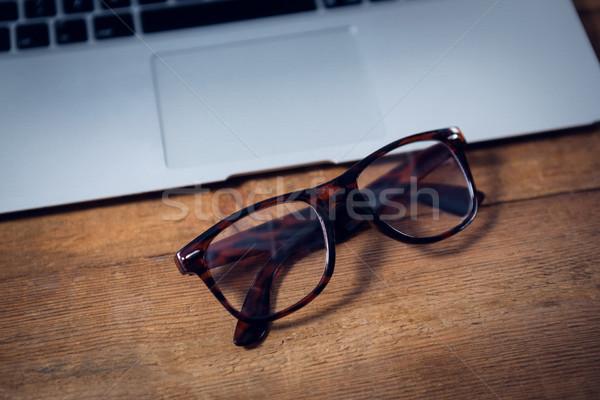 Lunettes portable table en bois bureau mode Photo stock © wavebreak_media