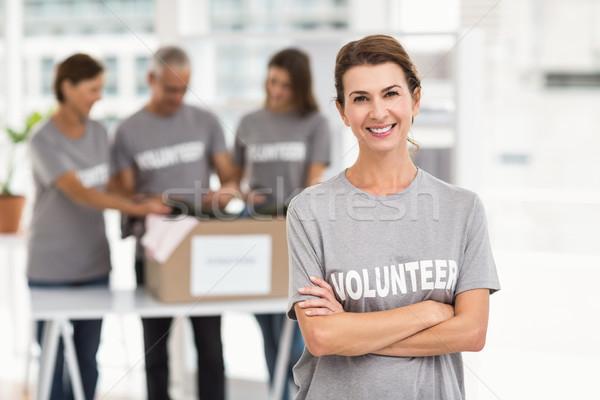 Mosolyog női önkéntes keresztbe tett kar portré iroda Stock fotó © wavebreak_media