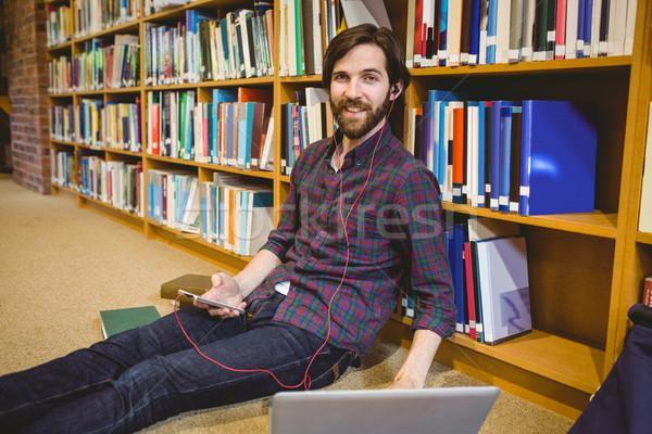 студент телефон библиотека полу университета книга Сток-фото © wavebreak_media