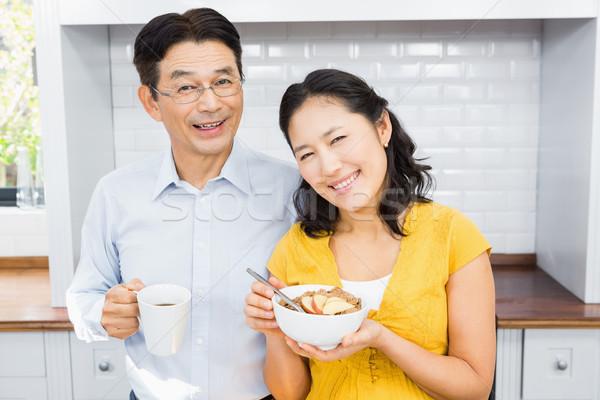 Retrato feliz expectante casal cozinha manhã Foto stock © wavebreak_media