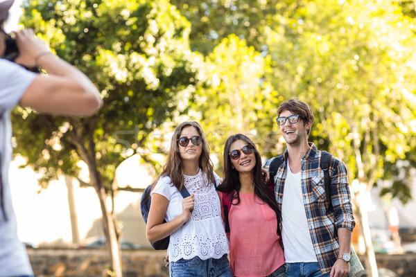 Hanche homme photos amis extérieur Photo stock © wavebreak_media