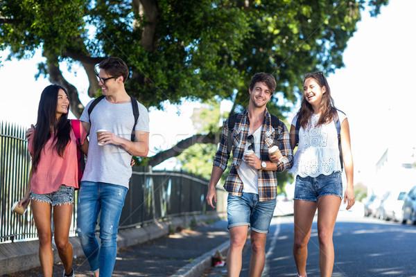 Heup vrienden lopen praten straten vrouw Stockfoto © wavebreak_media