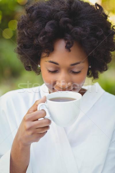 Stockfoto: Glimlachende · vrouw · drinken · koffie · tuin · vrouw · gelukkig