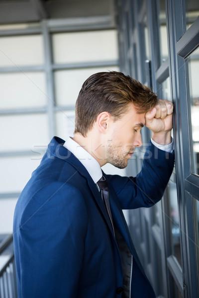 Fáradt üzletember dől ajtó iroda férfi Stock fotó © wavebreak_media