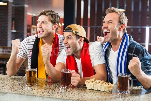 Uomini birra bar bere divertimento Foto d'archivio © wavebreak_media