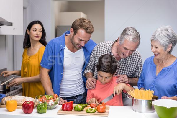 Família feliz cozinha legumes casa comida Foto stock © wavebreak_media