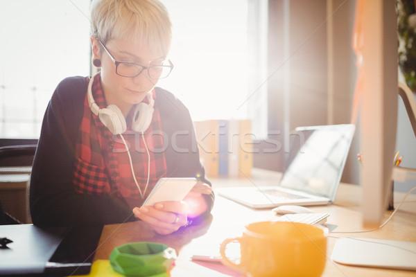 графических дизайнера мобильного телефона женщины служба женщину Сток-фото © wavebreak_media