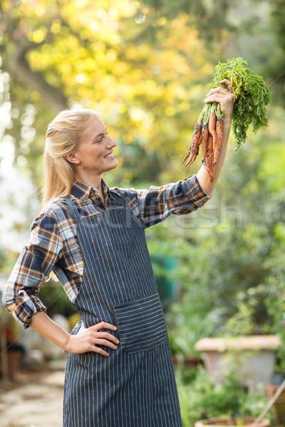 女性 植木屋 見える 人参 幸せ 外 ストックフォト © wavebreak_media